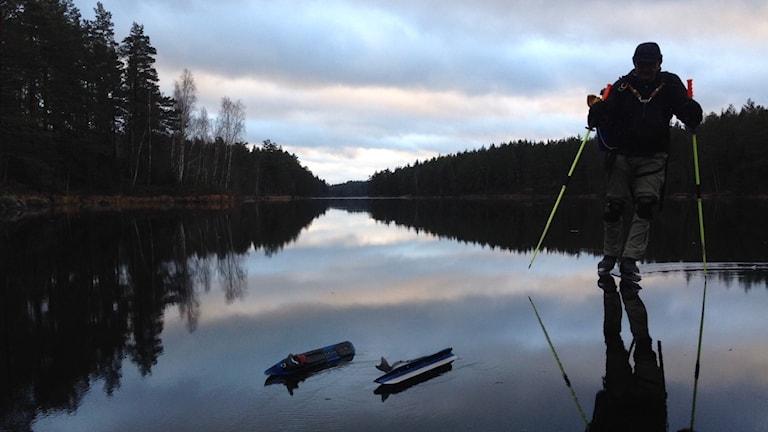 Lars Lundin på Sotsjöns is. Foto: Linnéa Wannefors/Sveriges Radio.