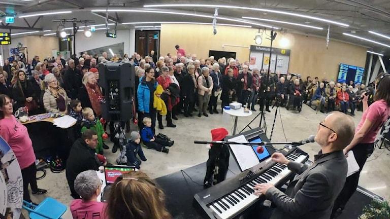 Allsången med P4 Sörmland från Strängnäs resecentrum.