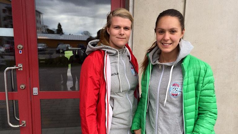 United-spelarna Emelie Lundberg och Felicia Karlsson. Foto: Johanna Jennische/Sveriges Radio.