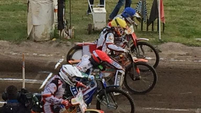 Speedwayförare redo för start. Foto: Christina Turesson/Sveriges Radio.