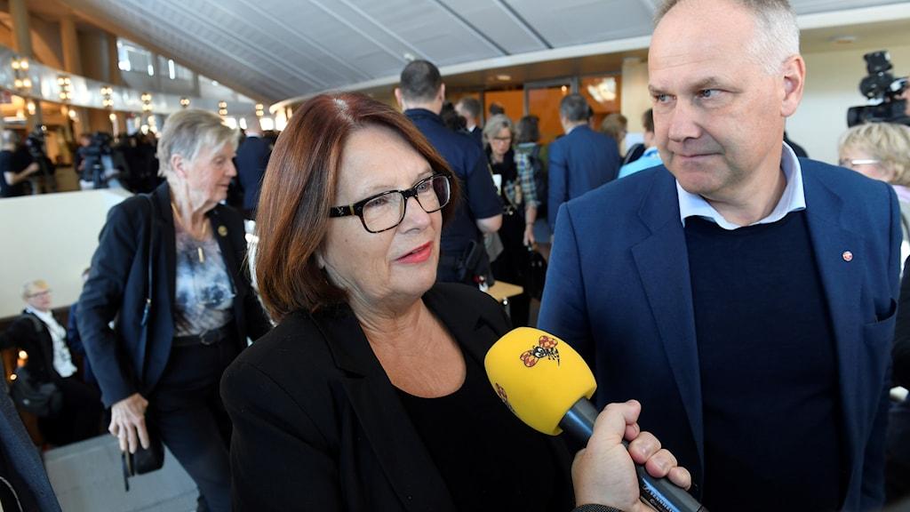 Lotta Johansson Fornarve och partiledare Jonas Sjöstedt