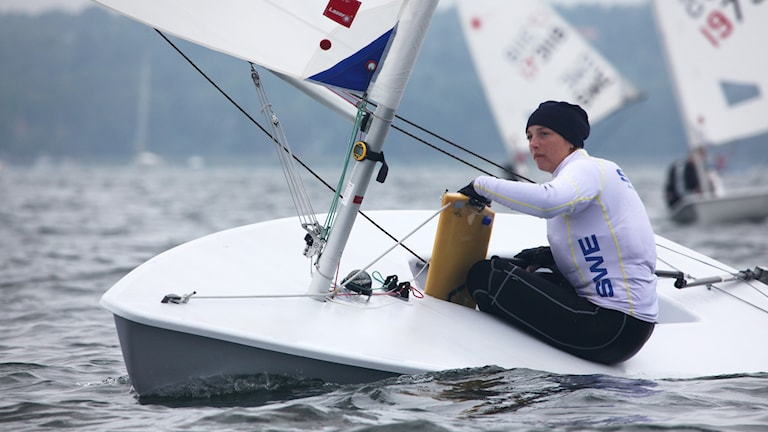Josefin Olsson seglar. Foto: Oskar Kihlborg/TT.