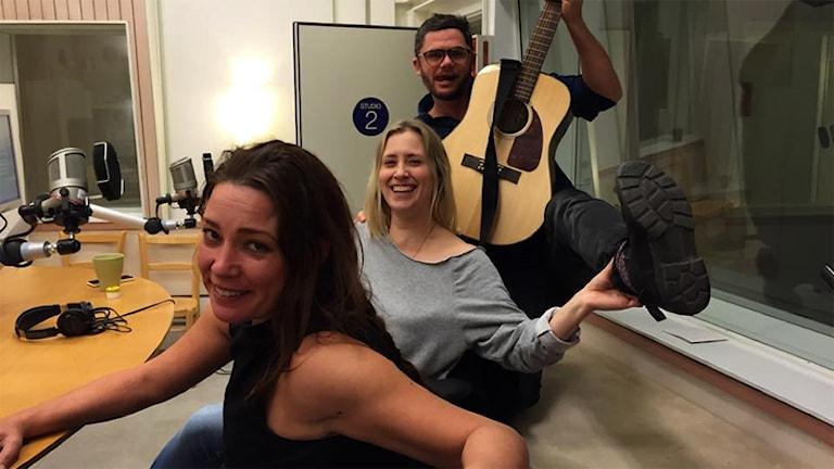 Sanna Carlstedt, Jennifer Nystedt och Svante Ekberg. Foto: Sveriges Radio.