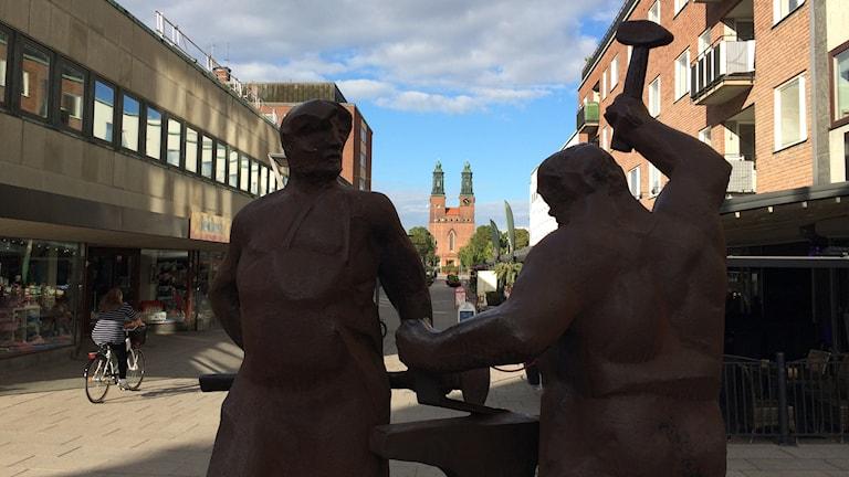 Statyn Tre Smeder i Eskilstuna. Foto: Fredrik Blomberg/Sveriges Radio.