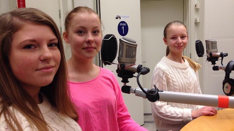 Alva Almén, Alva Andersson och Alicia Riedel. Foto: Ida Lindhagen/Sveriges Radio.