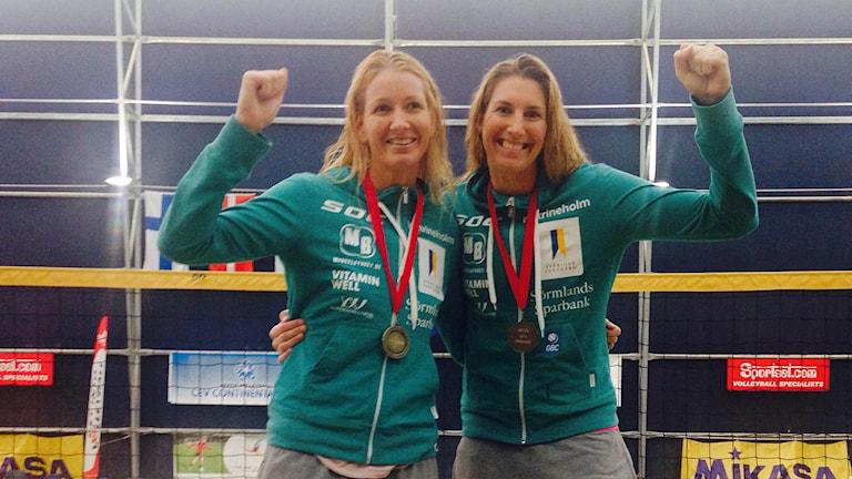 Karin Lundqvist från Katrineholm och Nina Grawenderm, Göteborg. Foto: Svenska Volleybollförbundet