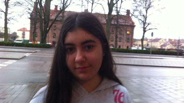 Zaina Ramadan går och väntar i Eskilstuna