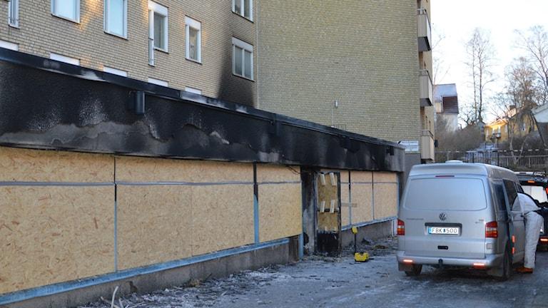 Teknisk undersökning efter moskébrand i Eskilstuna. Foto: Ida Lindhagen/Sveriges Radio.