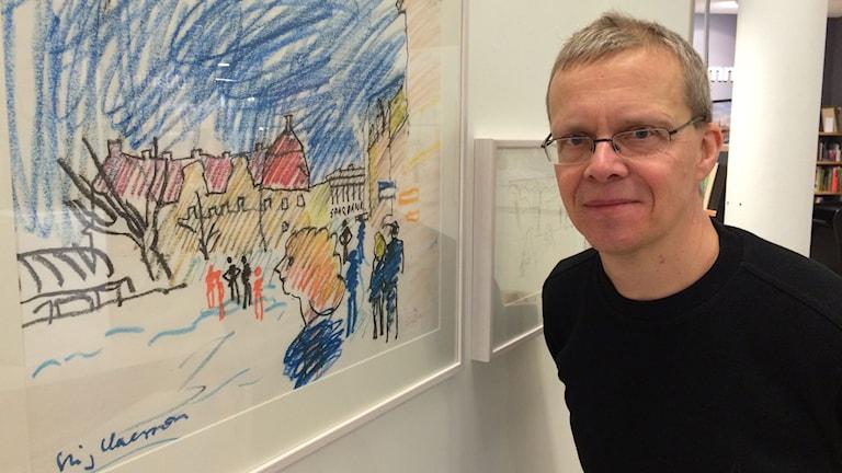 """Truls Olin, chef allmänkultur i Katrineholm. Utställning av Stig """"Slas"""" Claessons bilder."""