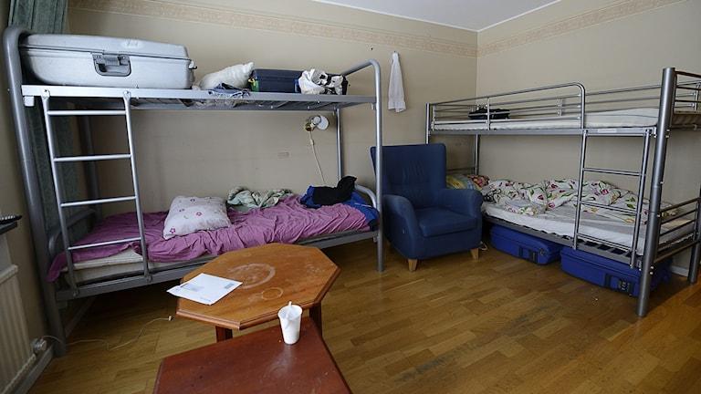 Fyra personers rum på Hotell Eskilstuna, asylboende. Foto: Per Thyrén/Sveriges Radio.