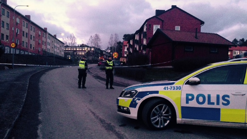 A residential area in Fågelbo, Nyköping was cordoned off, as police found a car they suspect is connected to Monday's explosion. Photo: Malin Marcko/Sveriges Radio.
