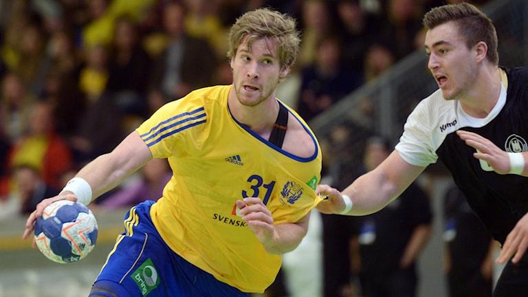 Viktor Östlund i anfall vid en landskamp mellan Sverige och Tyskland i Eriksdalshallen i Stockholm i april 2014. Foto: Fredrik Sandberg/TT.