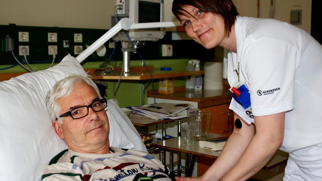 Hjärtpatient Arne Holmberg och sjuksköterska Kristin. Foto: Kerstin Svenson.