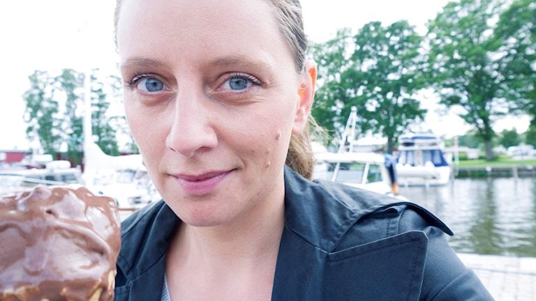 Malin Randeniye i sommarstaden Trosa. Foto: Malin Randeniye