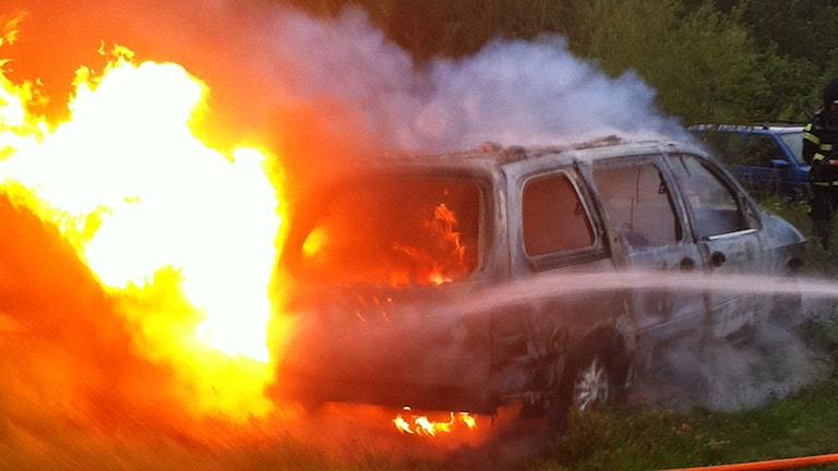 Bil brinner. Foto: Räddningstjänsten