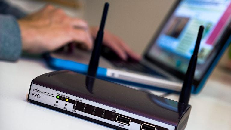 En router vid en dator. Foto: Claudio Bresciani/TT.