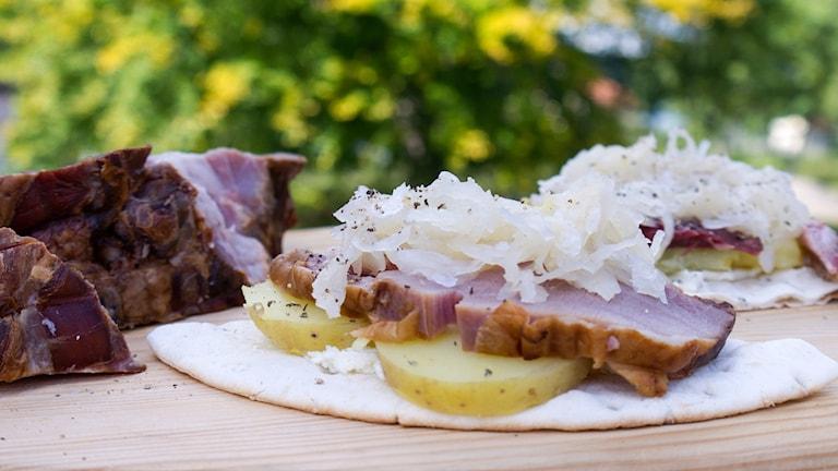 Vildsvinsklämma med surkål och potatis. Foto: Malin Randeniye.