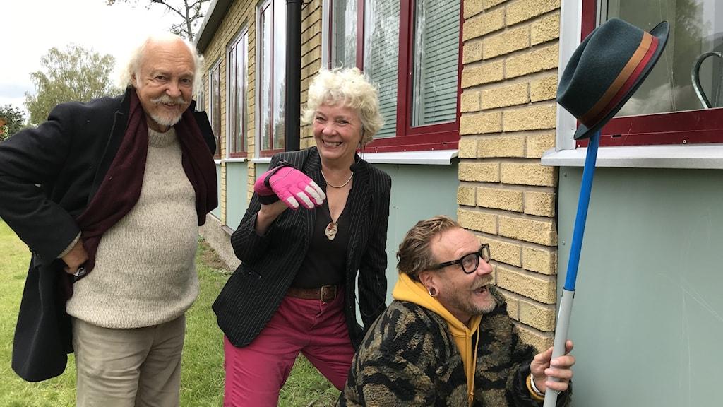 Clownen Raimo Juntunen, författaren  Christina Claesson och fakiren Magnus Jarlöv. Foto: Johanna Iggsten/Sveriges Radio.