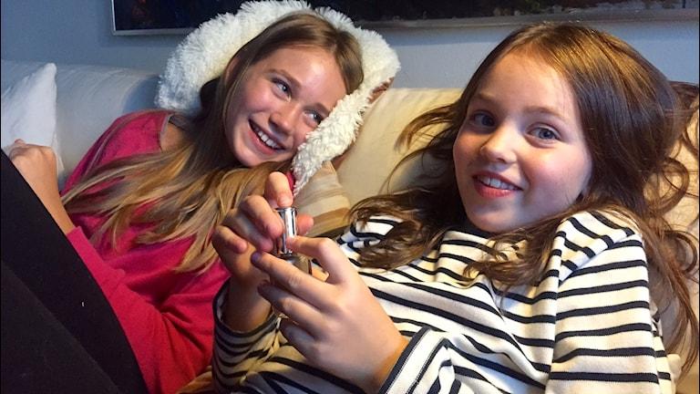 Systrarna Stella 11 och Molly 9. Foto: Svante Ekberg.