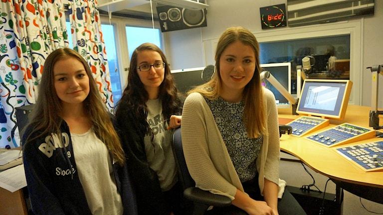 Moa Weber, Julia Swedin och Julia Tomassian. Foto: Katarina Larsson/Sveriges Radio.