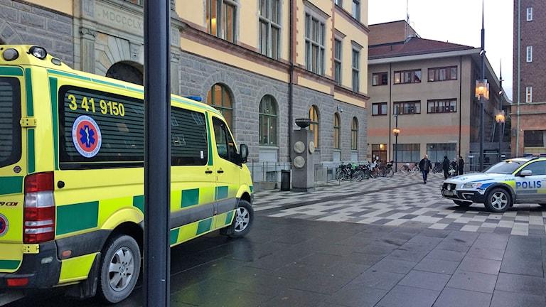 Ambulans, stadshuset. Foto: Ludvig Drevfjäll/Sveriges Radio