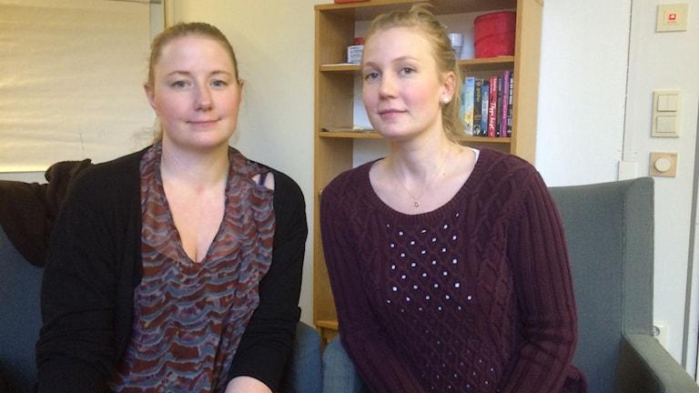 Theres Jarlö och Hanna Karlsson, socialsekreterare i Nyköping och ledamöter i Akademikerförbundet SSR. Foto: Katarina Wahlström/Sveriges Radio.