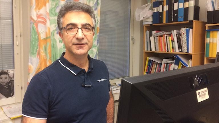 Munir Dag, avdelningschef för Socionomprogrammet, Mälardalens högskola. Foto: Katarina Wahlström/Sveriges Radio.