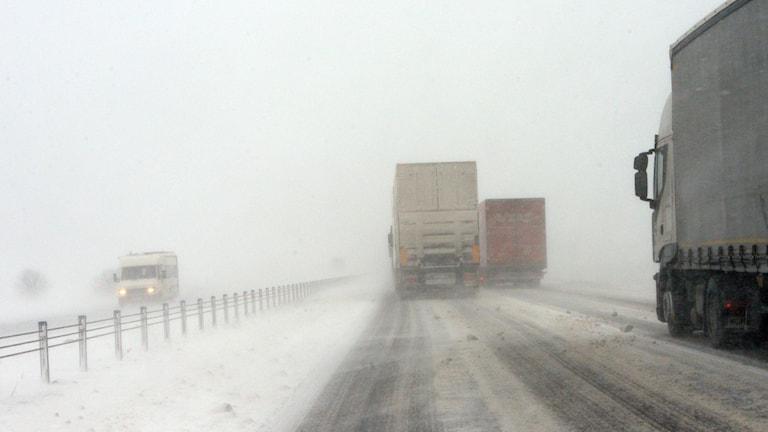 Trafik på motorväg, vinterväglag. Foto: Johan Nilsson/TT.