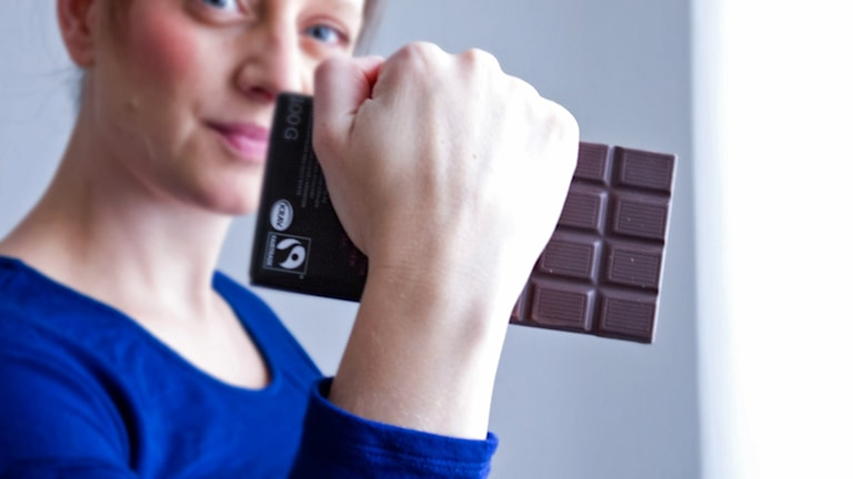 Malin Randeniye med chokladkaka. Foto: Malin Randeniye.