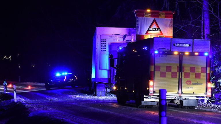 Lastbil och räddningstjänst. Foto: Pontus Stenberg