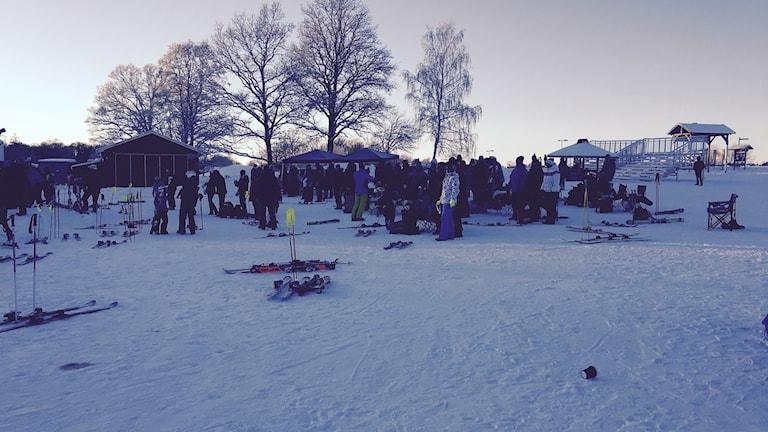 Mycket folk vid Vilstabacken. Foto Hugo Wennström Sveriges Radio.