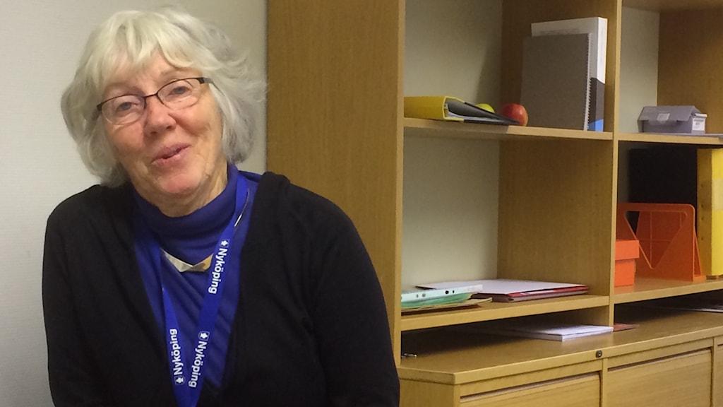 Siv Nilsson, är pensionär och jobbar med barnutredningar. Foto: Katarina Wahlström/Sveriges Radio.