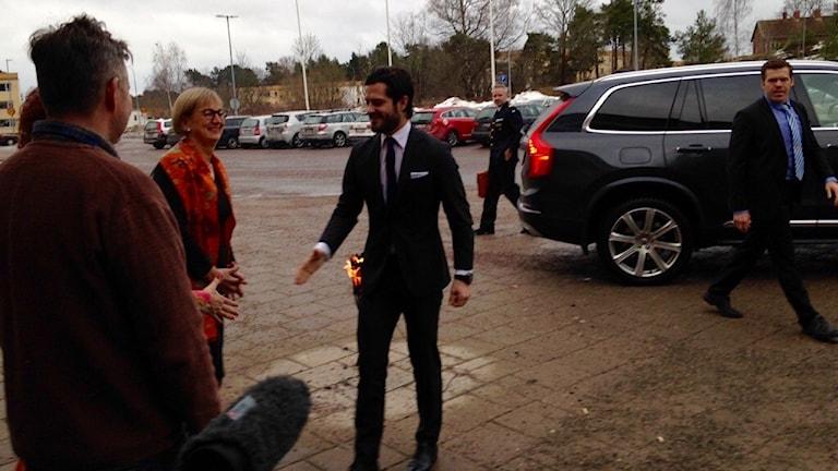 Prins Carl Philip och landshövding Liselott Hagberg. Foto: Hugo Wennström/Sveriges Radio.