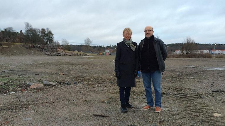 Birgitta Groth, företagarföreningen Mariefred, och Magnus Bergmar, World Childrens Prize Foundation. Foto: Josefin Lundin/Sveriges Radio.