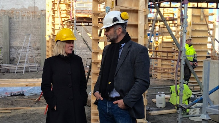Finansministern Magdalena Andersson och byggherren Peter Sverin.