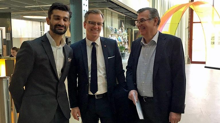 Munktells nya VD Sasan Shaba, näringsminister Mikael Damberg och Gösta Reinl från Eskilstuna Fabrikerna.