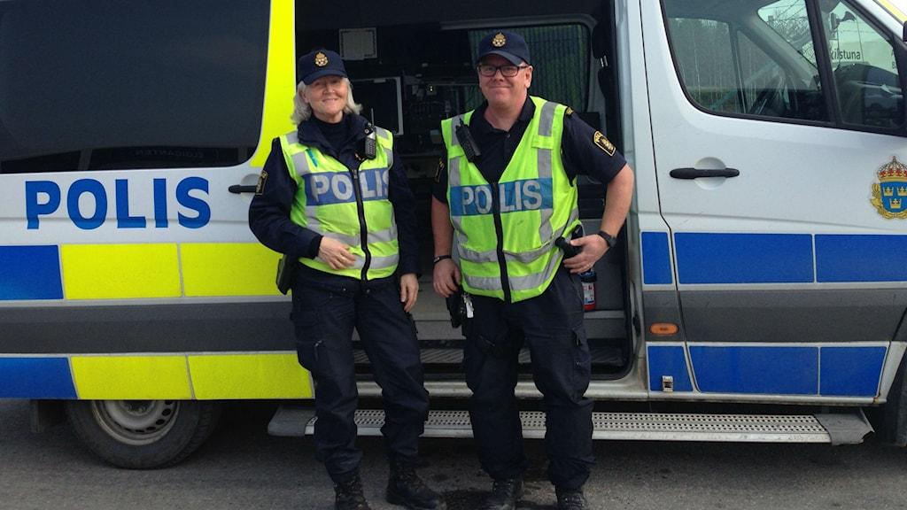 Annelie Ruuska, Tomas Jönemark - trafikpoliser. Foto: Ludvig Drevfjäll/Sveriges Radio