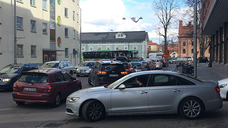 Kö ut ur parkeringshuset på Radermachergatan Eskilstuna