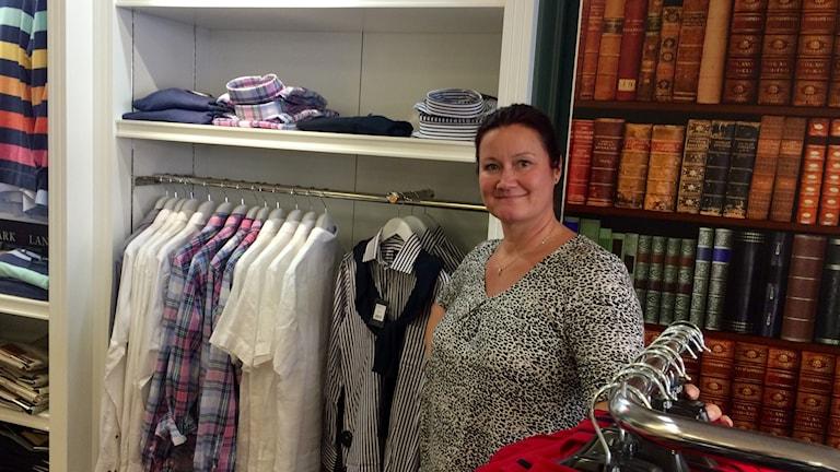 Jaana Olsson, ny ägare av klädbutiken Bela i Katrineholm.