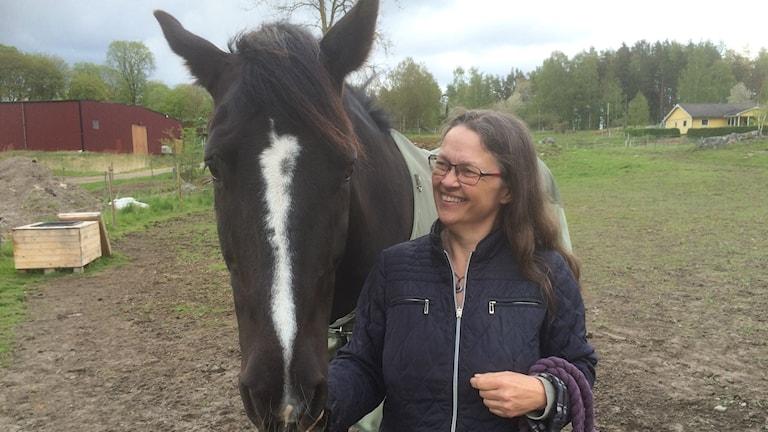 Maria Hamnevik och hästen Helly
