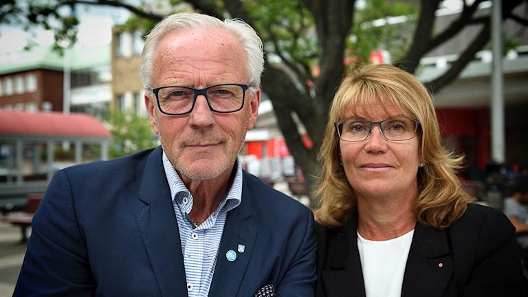 Dag Bergentoft (M) o Catharina Fredriksson (S) på Järntorget i Oxelösund