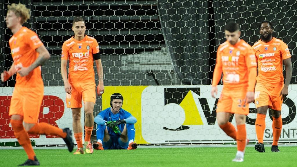 AFC -spelare i orange.