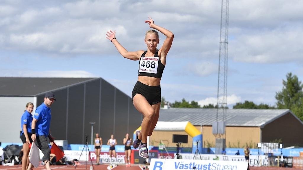 Maja Åskag, Råby-Rekarne FI, i damernas tresteg under söndagens tävlingar i friidrotts-SM i Uppsala.