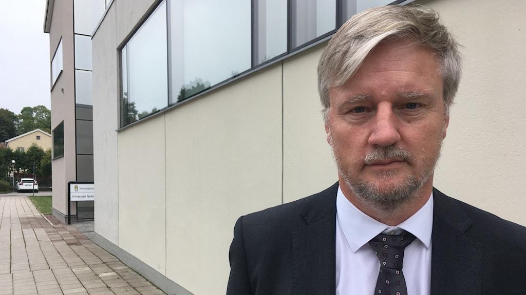 Kammaråklagare Jan-Olof Andersson utanför Nyköpings tingsrätt.
