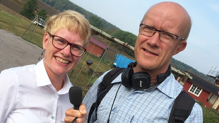 Martina Johansson (C) och P4 Sörmlands reporter Urban Hedqvist.
