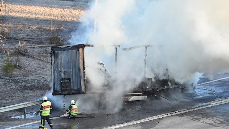 Lastbilen totalförstörd