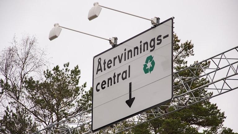 Skylt över återvinningscentralen Lilla Nyby i Eskilstuna
