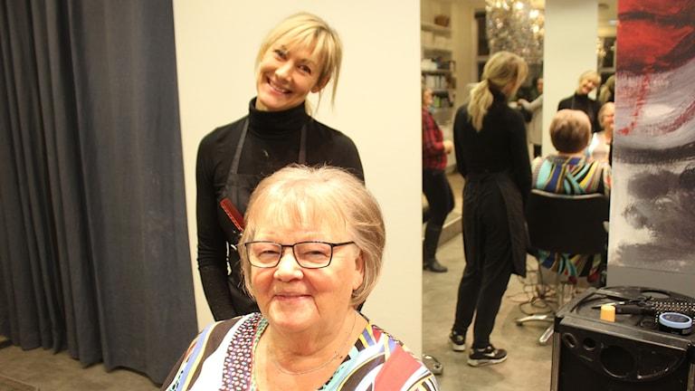 Min frisör och jag Cia Ronach och kund Christina Forss
