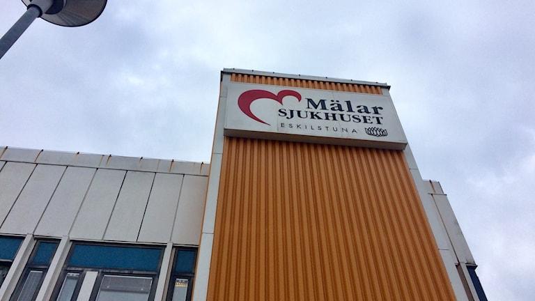 Utomhusskylt Mälarsjukhuset i Eskilstuna.
