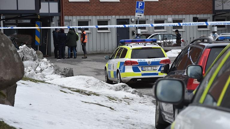 Polisinsats efter att en man knivskurits till döds i Oxelösund.